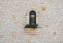 Proste rozwiązania dla małych mieszkań – okna przesuwne